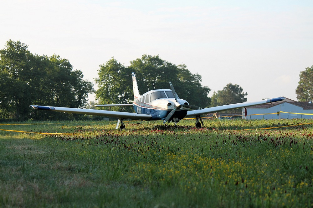 [INCIDENT 2017] L'avion atterrit dans un champ près de Nantes ! Avion_1_l