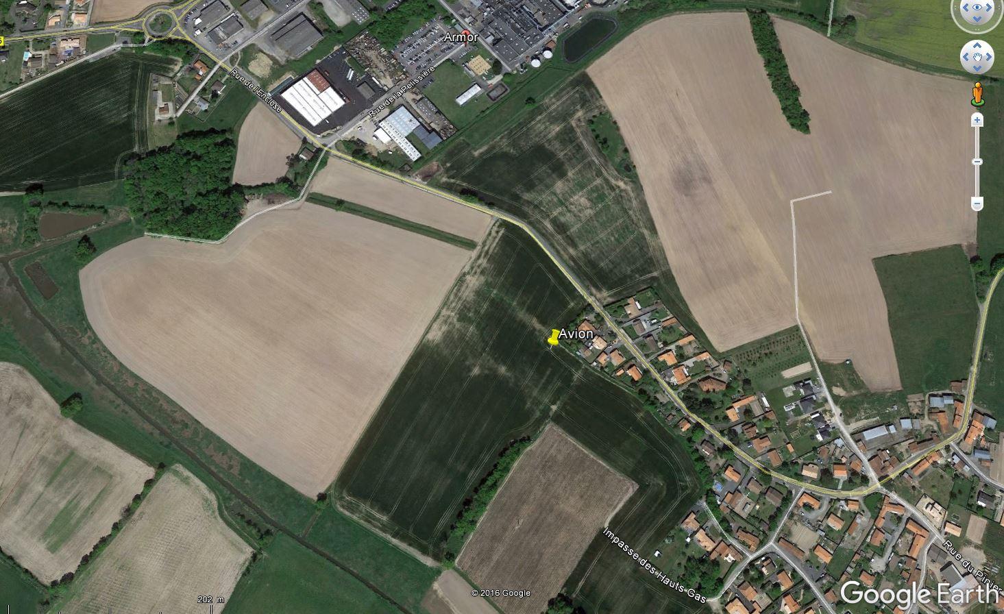 [INCIDENT 2017] L'avion atterrit dans un champ près de Nantes ! Avion_3